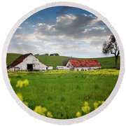Barn Paso Robles, Ca Round Beach Towel