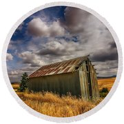 Barn Solitude Round Beach Towel