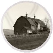 Barn Vermont Horizontal Round Beach Towel