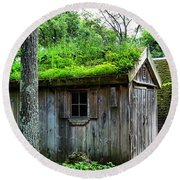 Barn With Green Roof Round Beach Towel