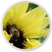 Bee In Sunflower Round Beach Towel