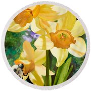 Bee Open By Marilyn Nolan-johnson Round Beach Towel