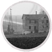 Big Old House In Fog - Bw Round Beach Towel