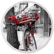 Bike With Red Roses Round Beach Towel