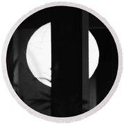 Black And White #010 Round Beach Towel