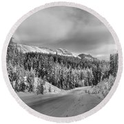 Black And White Bow Valley Parkway - Winter Round Beach Towel