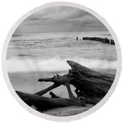 Black And White Driftwood At Whitefish Point Round Beach Towel