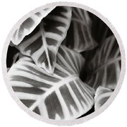 Black And White Leaves Round Beach Towel