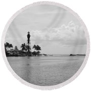Black And White Lighthouse Round Beach Towel
