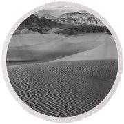 Black And White Mesquite Sand Dunes Round Beach Towel