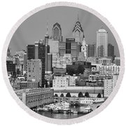 Black And White Philadelphia - Delaware River Round Beach Towel