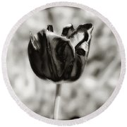 Black Tulip Round Beach Towel