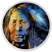 Blackfoot Woman Round Beach Towel