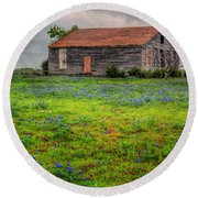 Bluebonnets And Abandoned Farm House Round Beach Towel