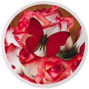 Blush Roses With Red Butterfly Round Beach Towel