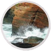 Boiler Bay Waves Round Beach Towel