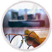 Book And Glasses Round Beach Towel