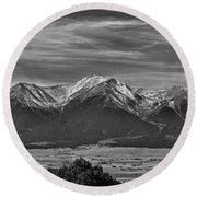 Boreas Mountain And Siblings Round Beach Towel