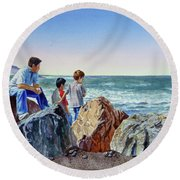 Boys And The Ocean Round Beach Towel