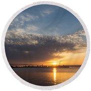 Brilliant Toronto Skyline Sunrise Over Lake Ontario Round Beach Towel
