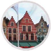 Bruges Markt 6 Round Beach Towel
