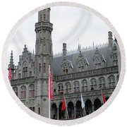 Bruges Markt 9 Round Beach Towel