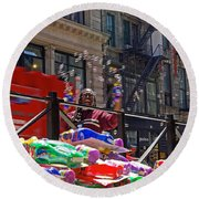 Bubble Gun Seller In New York Round Beach Towel