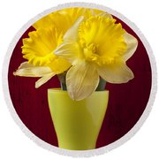 Bunch Of Daffodils Round Beach Towel
