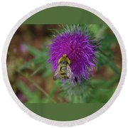 Busy Bumble Bee  Round Beach Towel