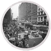 Busy State Street In Chicago Round Beach Towel