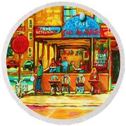 Cafe Coin Des Artistes Round Beach Towel