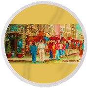 Cafe Crowds Round Beach Towel