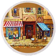 Cafe De Vieux Montreal With Couple Round Beach Towel