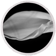 Calla Curl In Black And White Round Beach Towel