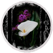 Calla Lily Splash Round Beach Towel