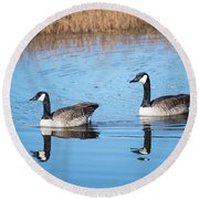 Canadian Geese Couple Round Beach Towel