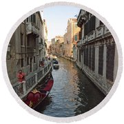 Canal And Gondola Round Beach Towel