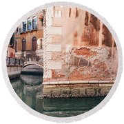 Canal In Venice, Italy Round Beach Towel