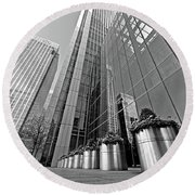 Canary Wharf Financial District In Black And White Round Beach Towel