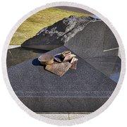 Canberra Veterans Statue Round Beach Towel