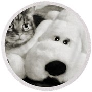 Cat And Dog In B W Round Beach Towel