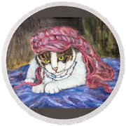 Tabby Cat With Yellow Eyes Round Beach Towel