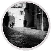 Catching Up On The News In Tarragona Spain Bw Round Beach Towel