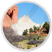 Cathedral Rock In Garden Of The Gods Park Round Beach Towel