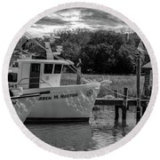 Charleston Star In Monochrome Round Beach Towel