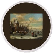 Charriot And Skaters Round Beach Towel