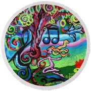 Chase Of The Faerie Note Bubble Round Beach Towel