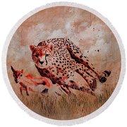 Cheetah Hunting Round Beach Towel