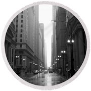 Chicago In The Rain 2 B-w Round Beach Towel