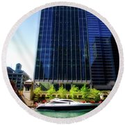 Chicago Parked On The River By 320 River Bar Round Beach Towel